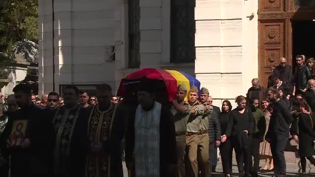 Regizorul Ducu Darie a fost înmormântat cu onoruri militare la cimitirul Bellu