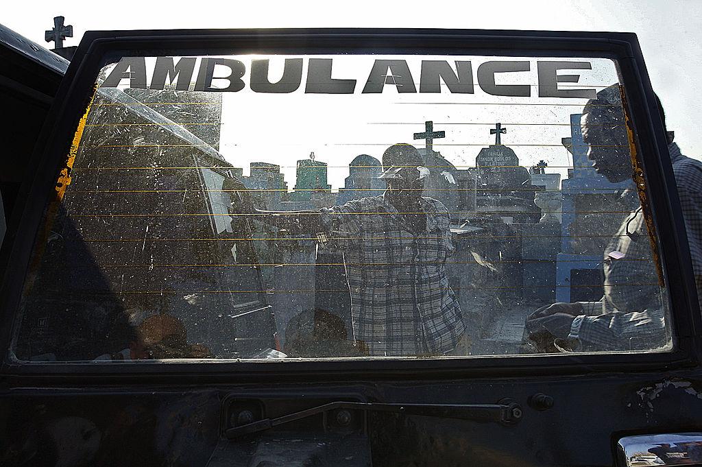 Fotojurnalist rănit de un senator. A tras cu arma în fața Parlamentului din Haiti