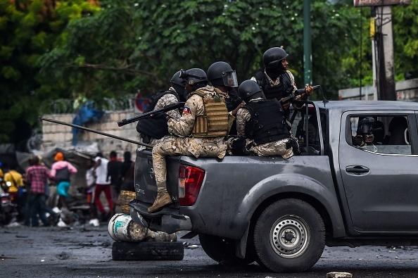Un senator din Haiti a deschis focul în fața Parlamentului, printre protestatari