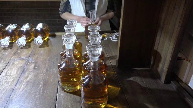 Pălinca românească ce se vinde cu 2.000 de euro litrul. Producătorii anunță scumpiri