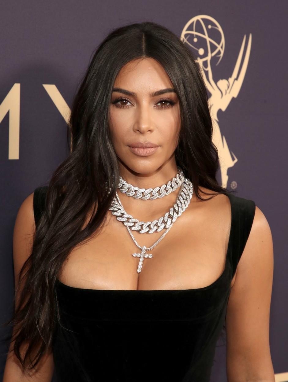 Kim Kardashian le promite femeilor că vor avea talia mult visată. Ce produs va lansa