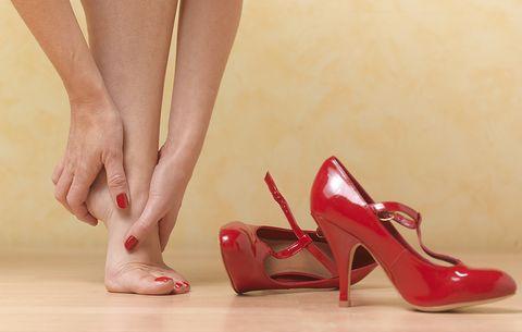 (P) Scapă de rănile cauzate de pantofi dama noi cu un singur truc