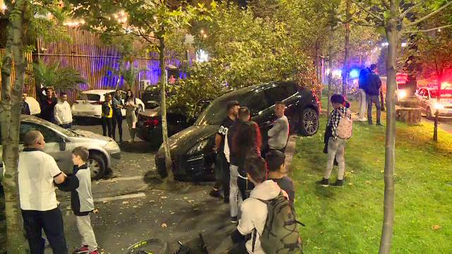 Panică în Capitală. Un bolid a rupt un copac și s-a oprit într-o mașină