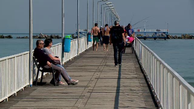 Cel mai cald weekend din acest septembrie. Pasarela din stațiunea Mamaia era plină