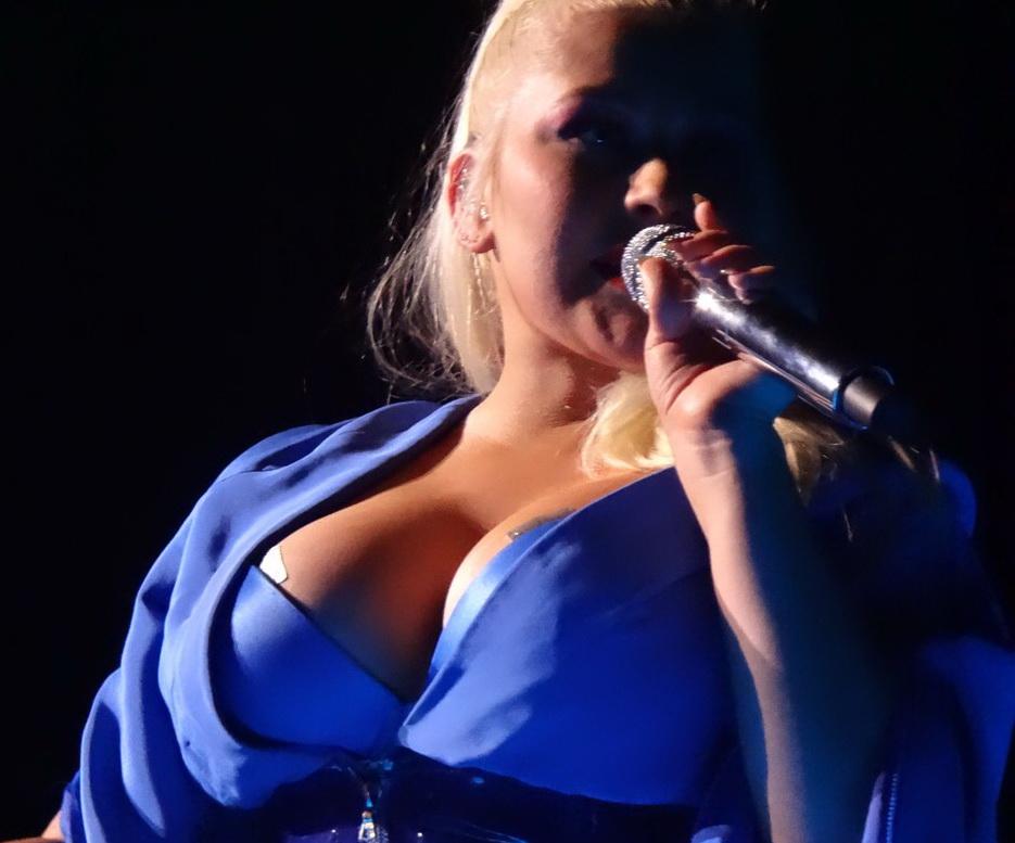 Christina Aguilera, moment stânjenitor în timpul unui concert din Las Vegas. FOTO