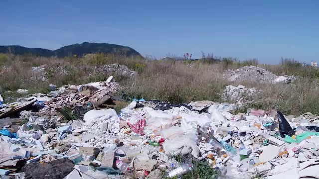 Dezastru ecologic la marginea Brașovului. S-au adunat mii de tone de gunoaie și deșeuri