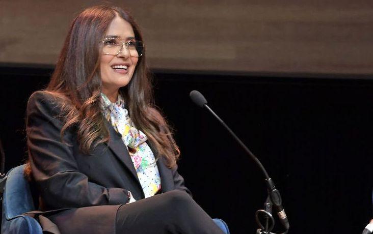 Salma Hayek, într-un costum mulat la aniversarea a 54 de ani. Cum arată actrița