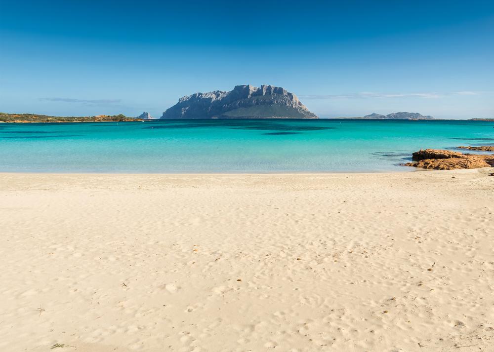 Zeci de persoane au fost amendate pentru că au luat nisip şi scoici de pe plajele din Sardinia