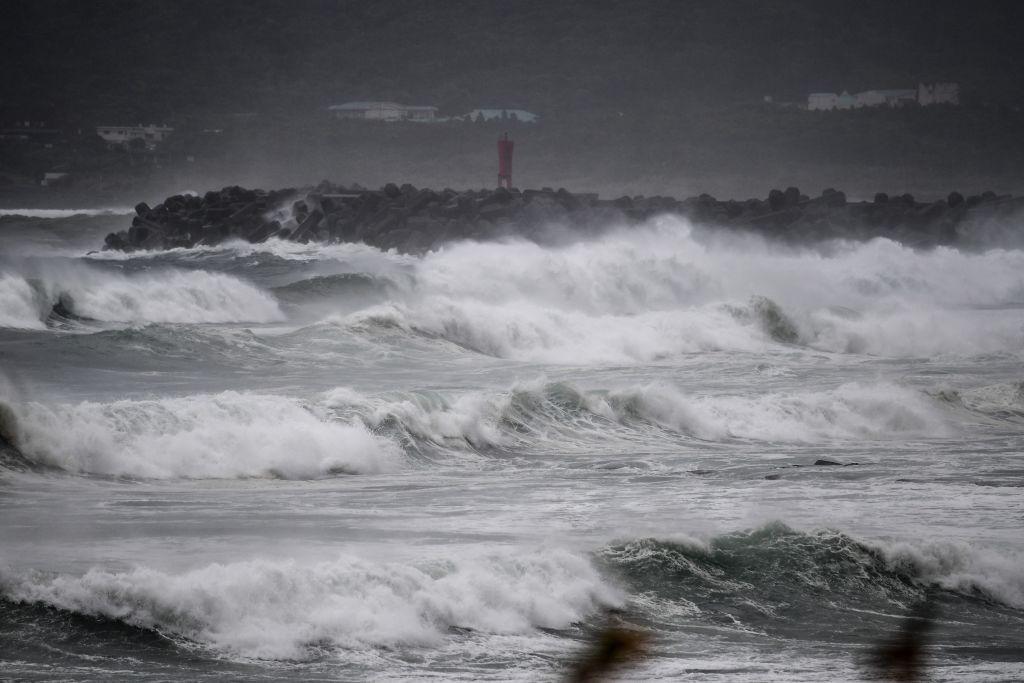 Ciclonul Haishen, extrem de violent, se apropie de Japonia. Sute de mii de oameni, evacuaţi