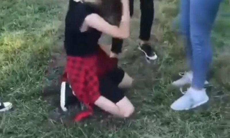 Răsturnare de situație! Ce s-a întâmplat cu una dintre fetele care au bătut o minoră în Târgu Jiu. Anunțul făcut acum de poli