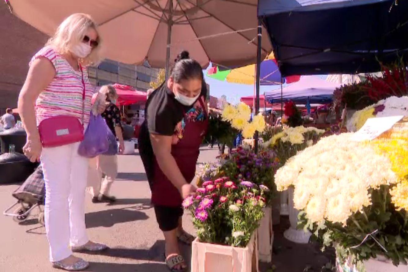 Buchetele de flori, interzise în prima zi de școală. Florarii au pierderi uriașe