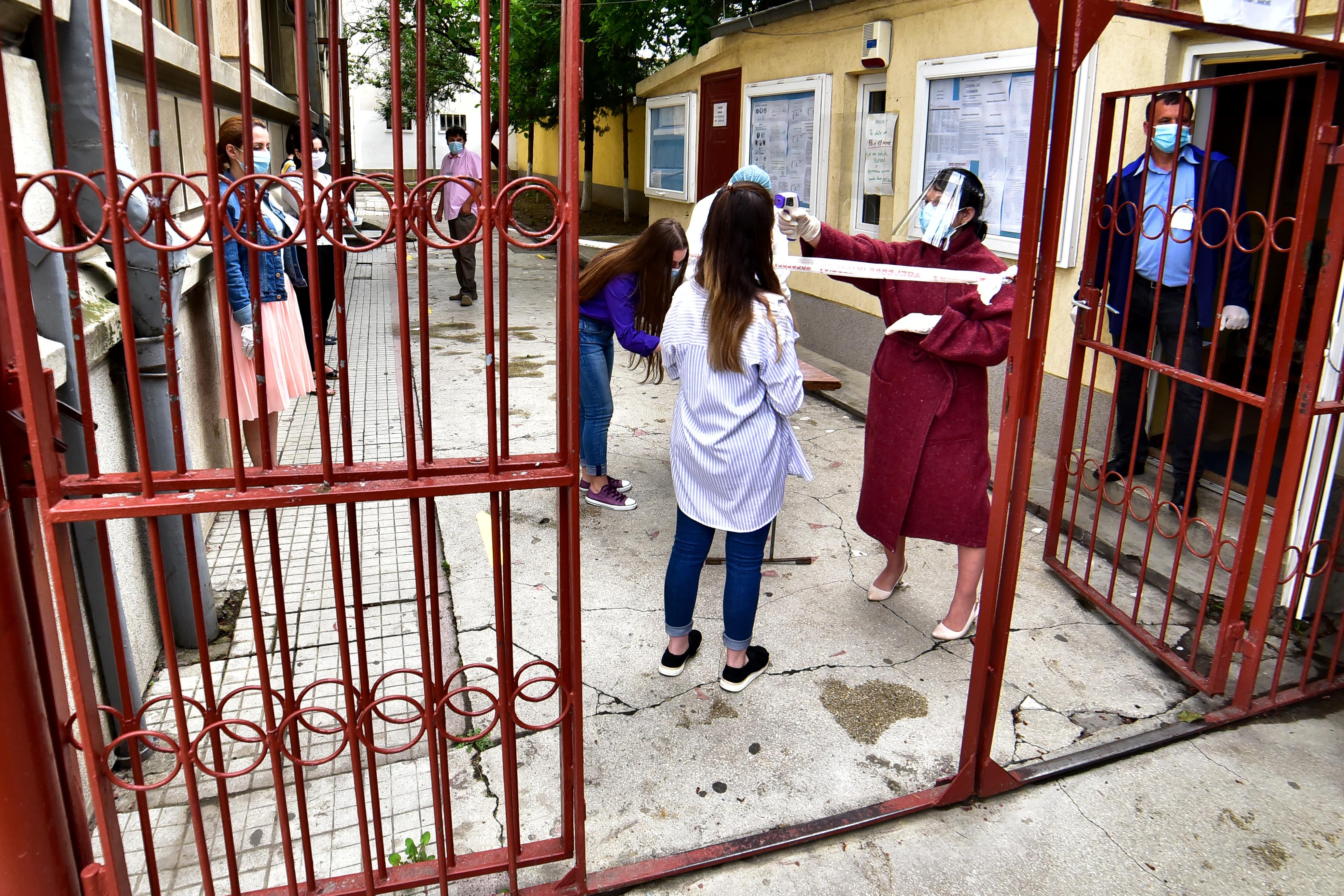 4 elevi au fost depistați cu Covid-19 la un colegiu din Alba Iulia. Alți 25, în carantină