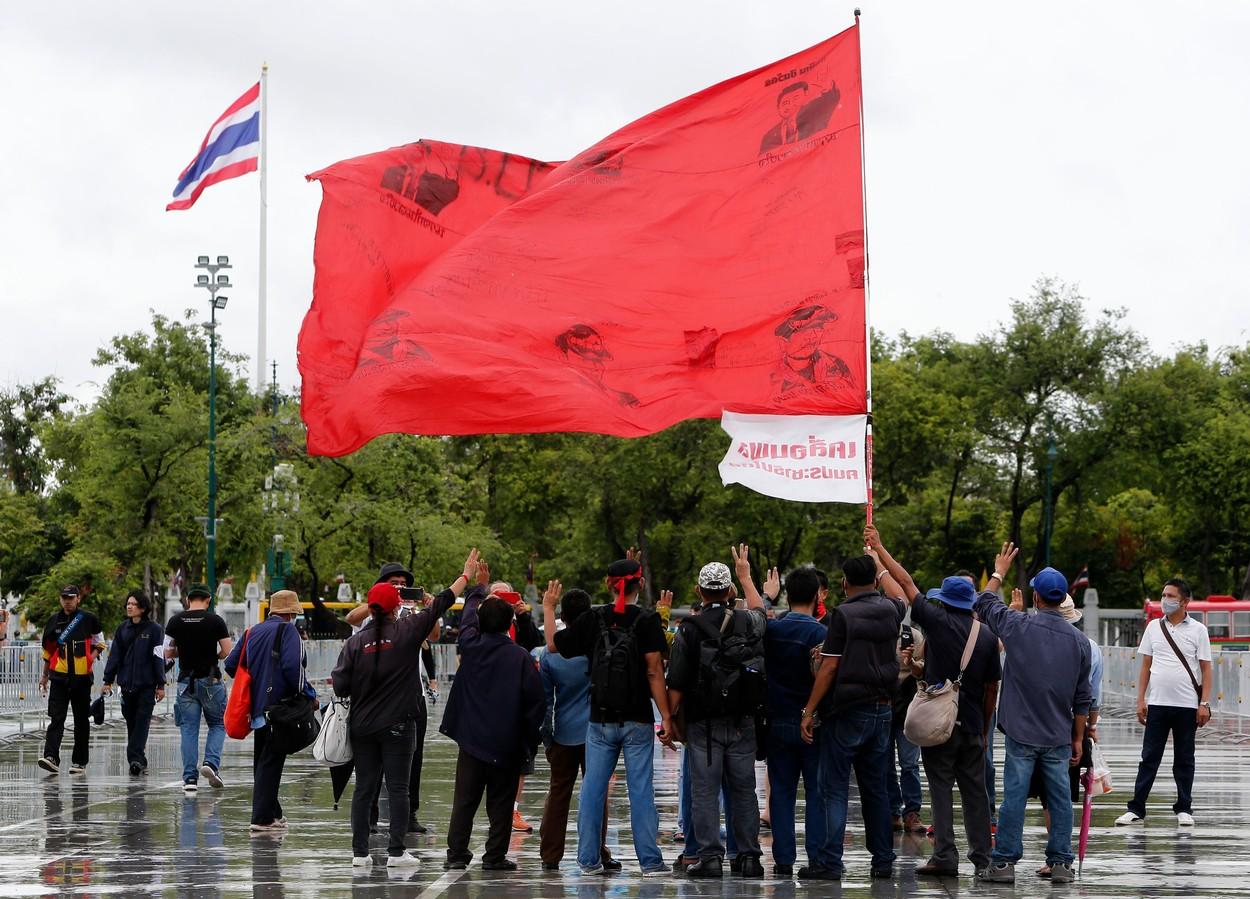 Noi proteste antiguvernamentale în Thailanda. Oamenii cer demisia premierului