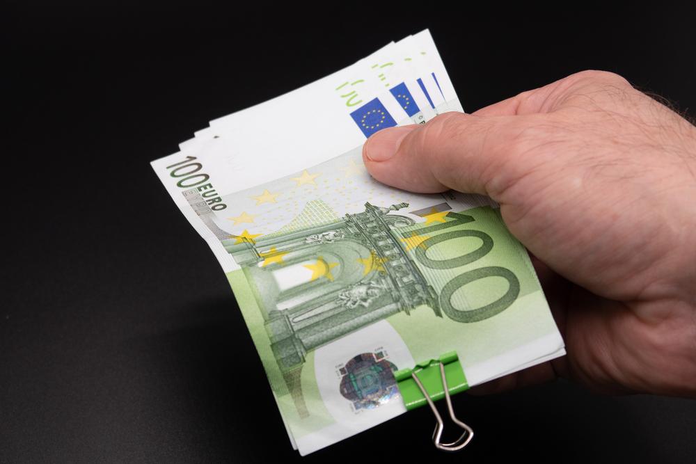 Crește Indicatorul de Încredere Macroeconomică în România. La cât va ajunge euro în următoarele 12 luni