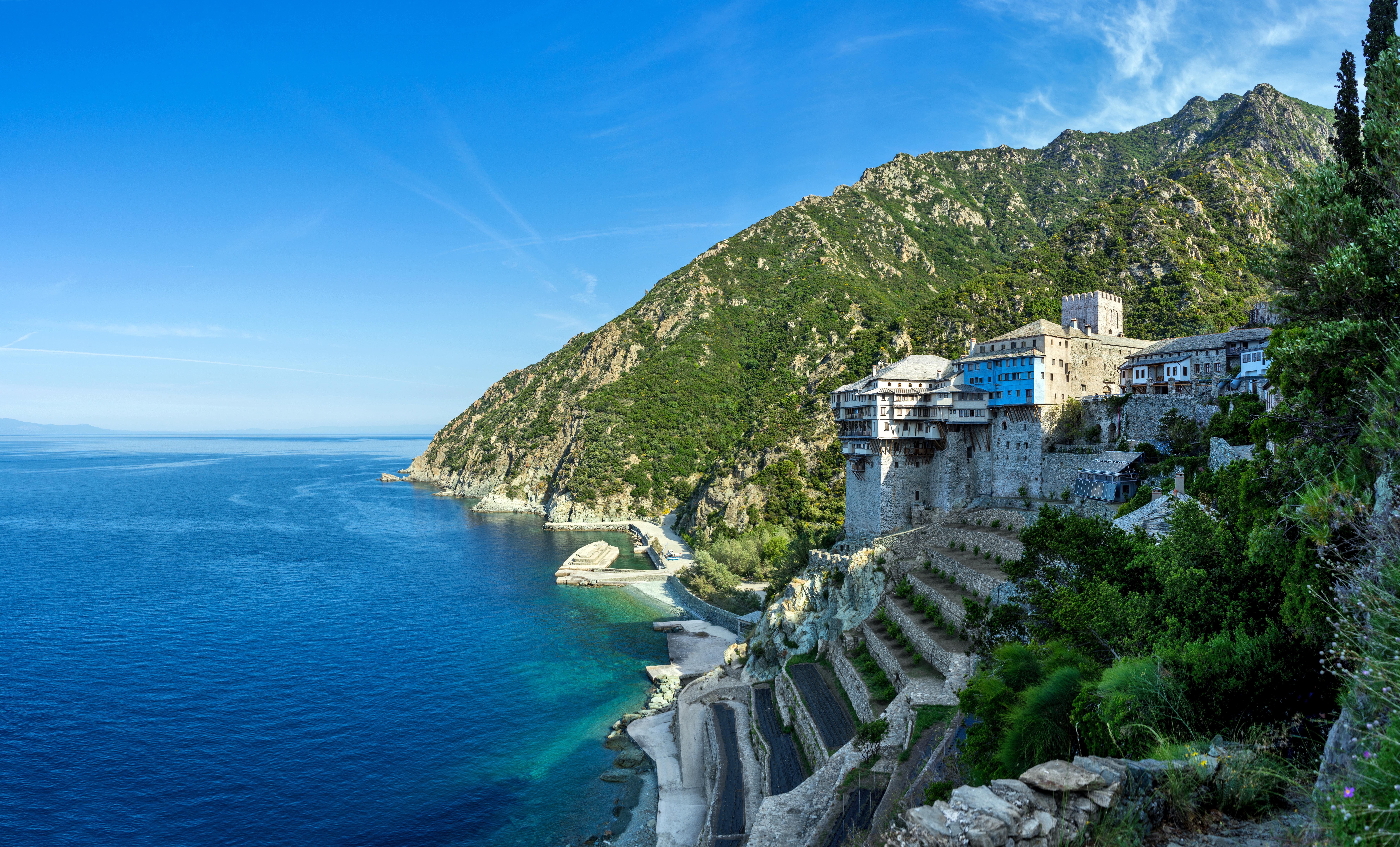 Opt călugări au fost diagnosticaţi cu Covid-19 pe Muntele Athos