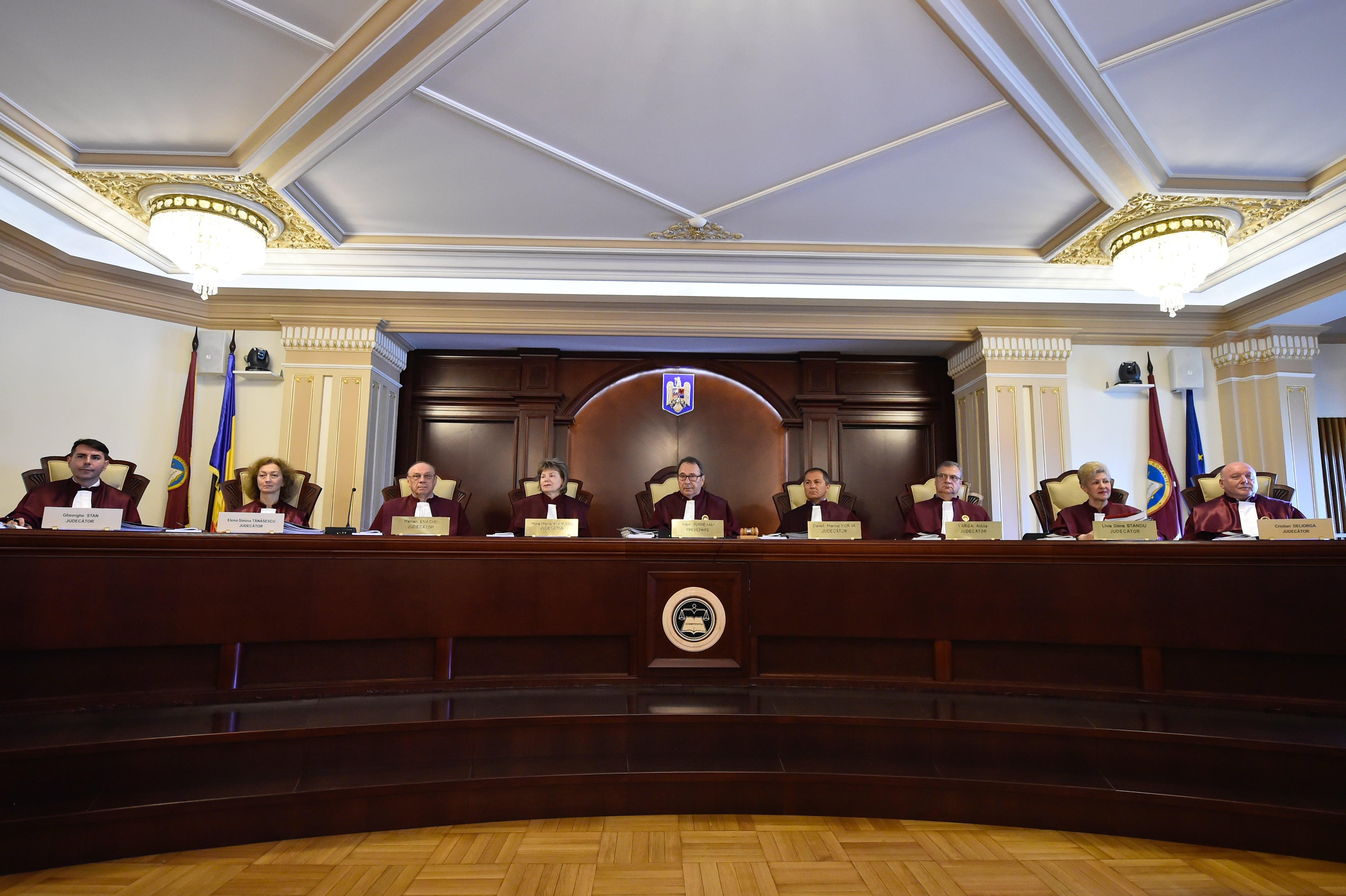 """CCR a admis sesizarea lui Klaus Iohannis cu privire la """"legea urii"""""""