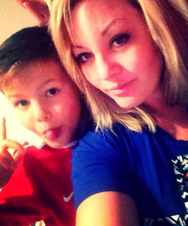 Mama unui adolescent și-a găsit fiul spânzurat în dormitor, în timpul carantinei. Ce face acum femeia