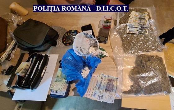 Captură serioasă de droguri la Arad. Polițiștii au percheziționat trei proprietăți ale unui traficant