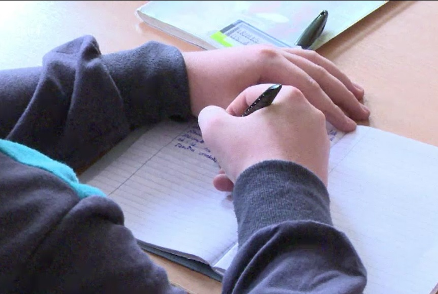 Cum se va face școală în România din 8 februarie. Elevii ar putea respecta regula din Franța a distanțării