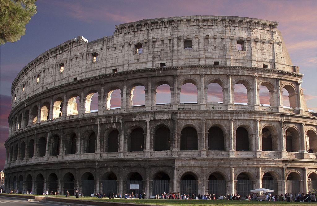 """Un turist riscă închisoarea după ce a vandalizat Colosseumul. """"Mai bine faceți un selfie!"""""""