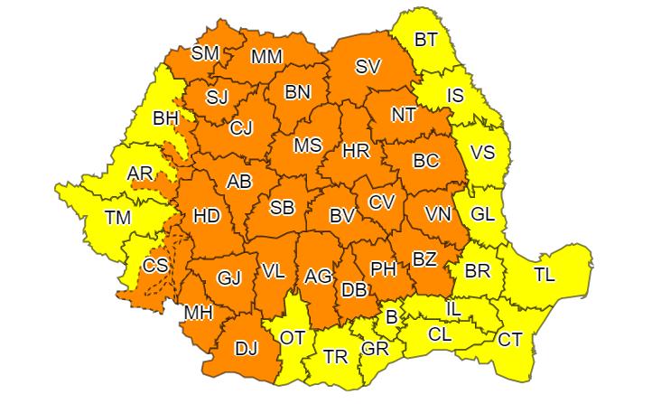 ANM: Cod portocaliu de ploi abundente şi vijelii în 35 de judeţe și București. Până când e valabil