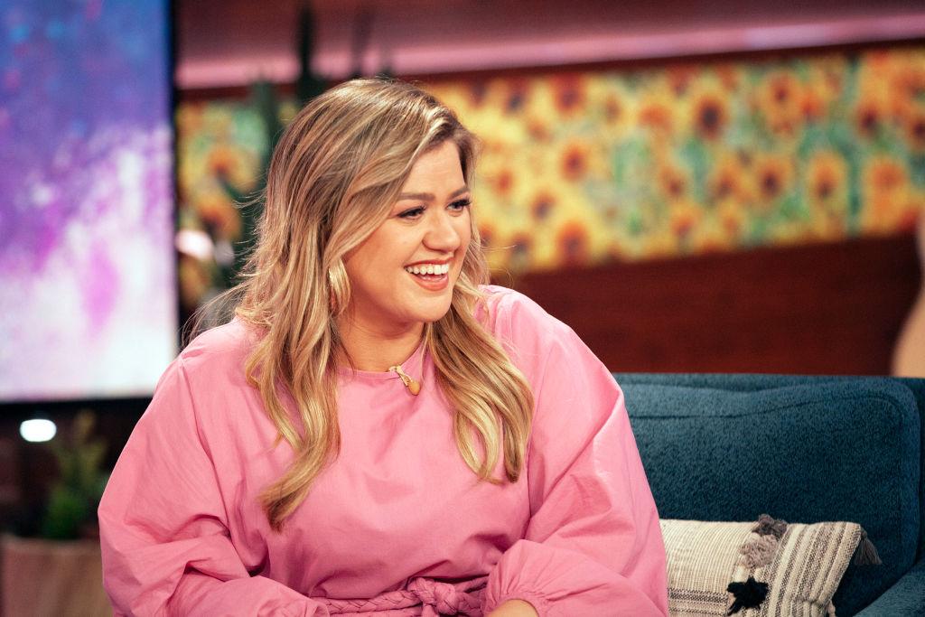 Cum arată Kelly Clarkson, idolul adolescenților, la 38 de ani. Vedeta a fost surprinsă în ipostaze inedite pe plajă. FOTO