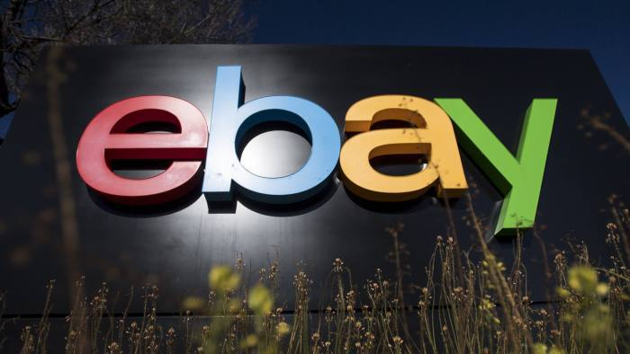 Gândaci, swingeri și o mască de porc însângerată: Modul în care eBay a hărțuit doi bloggeri