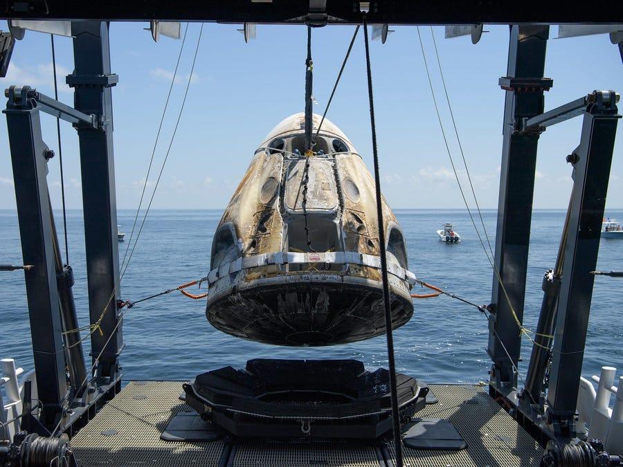 Naveta Crew Dragon, afectată serios de reintrarea în atmosferă. Cum arată fuselajul