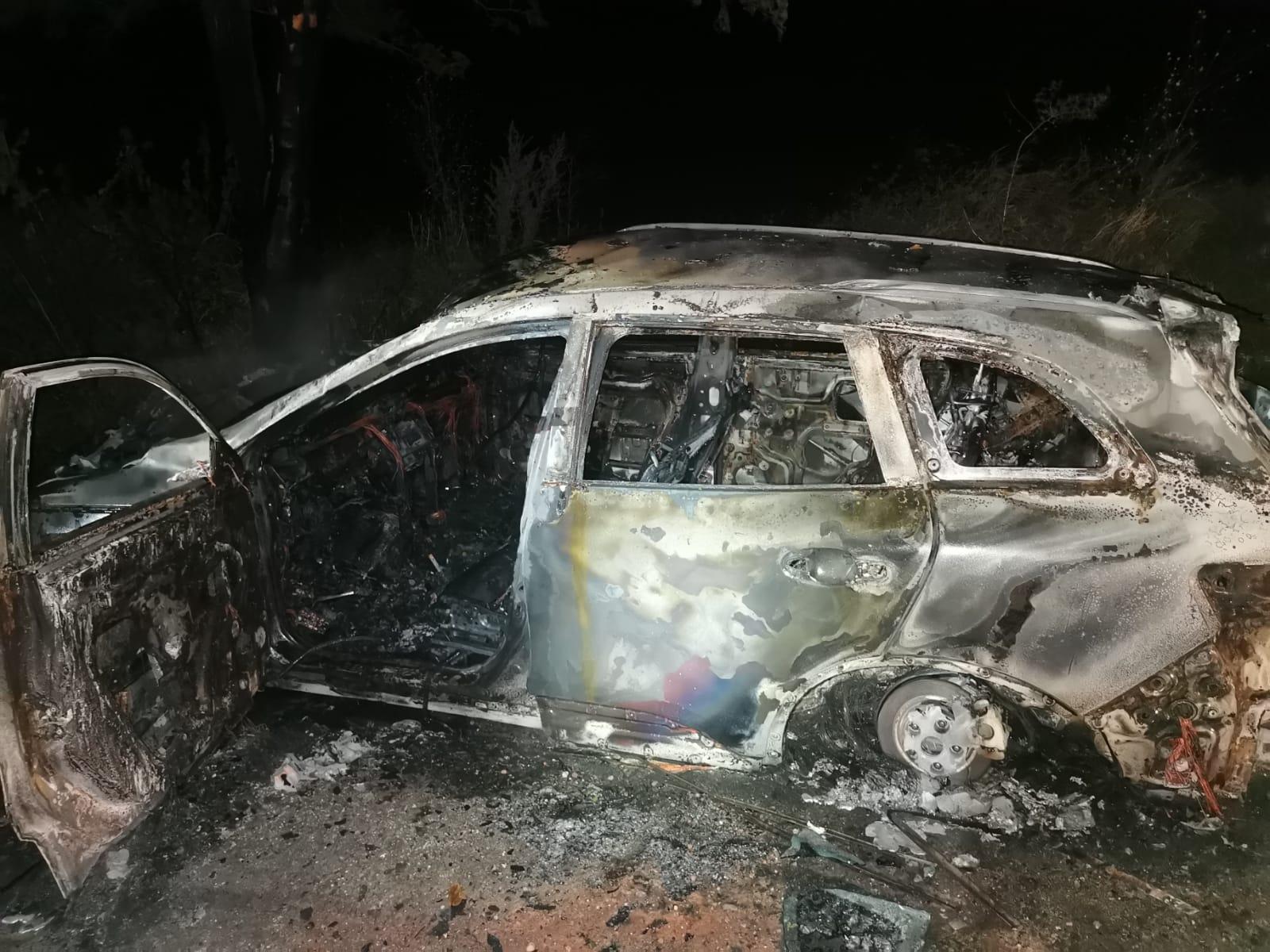 Un mistreț a provocat un accident în Vaslui. Una din mașini a ars ca o torță