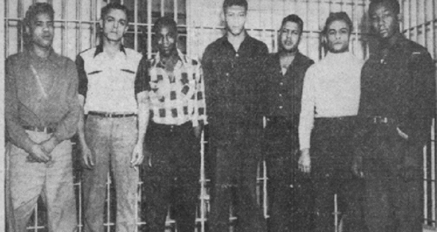 Şapte afroamericani, graţiaţi, la 70 de ani după ce au fost executaţi pe scaunul electric cu privire la violarea unei femei