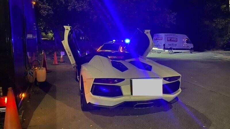 """Reacția unui șofer de Lamborghini după ce a rămas fără bolidul de lux. Nu și-a plătit impozitul pentru că era """"prea scump"""""""
