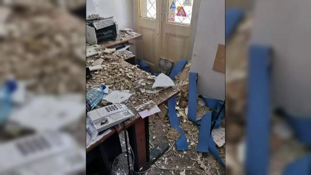 Incident la Secția 3 de Poliție a Capitalei. Un fragment de tencuială s-a desprins din tavan