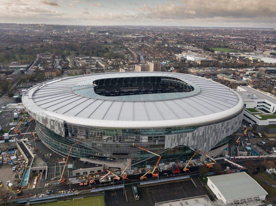 Stadionul de un miliard de lire sterline al echipei Tottenham a luat foc, 300 de persoane au fost evacuate