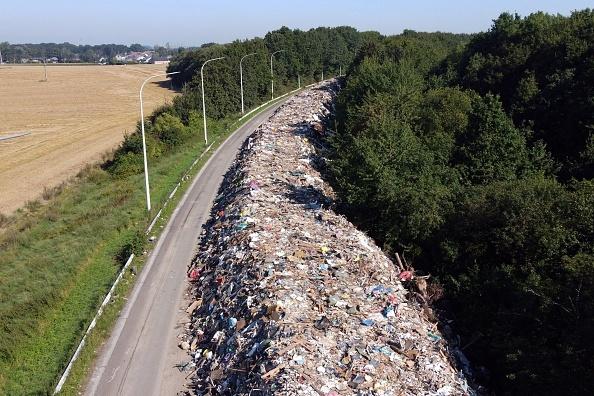O autostradă din Belgia a fost transformată în groapă de gunoi după inundaţii. 38 de oameni au murit în 2 zile