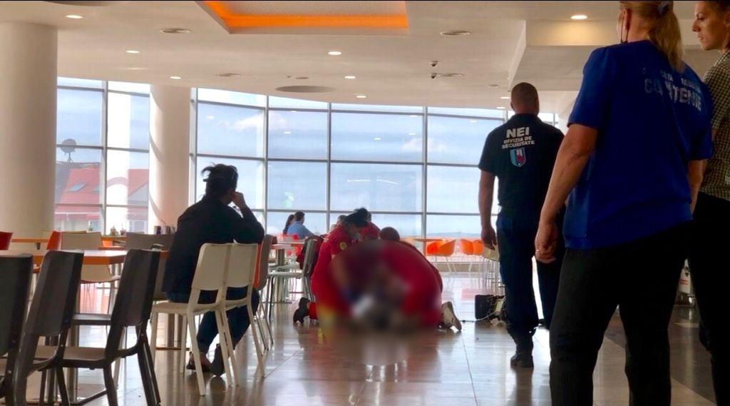 Un bărbat a murit în timp ce mânca la un mall din Botoșani, sub privirile a zeci de oameni