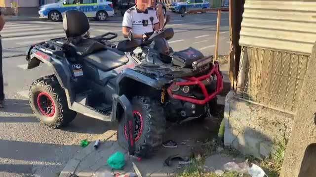 O femeie si un copil au fost loviți de un ATV pe trotuar, în Arad. Conducătorul a fugit