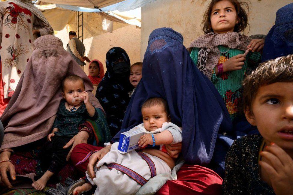 """FOTO. Cum arată acum viața afganilor, după ce talibanii au preluat puterea. """"Din ce în ce mai mulți copii devin subnutriți"""""""