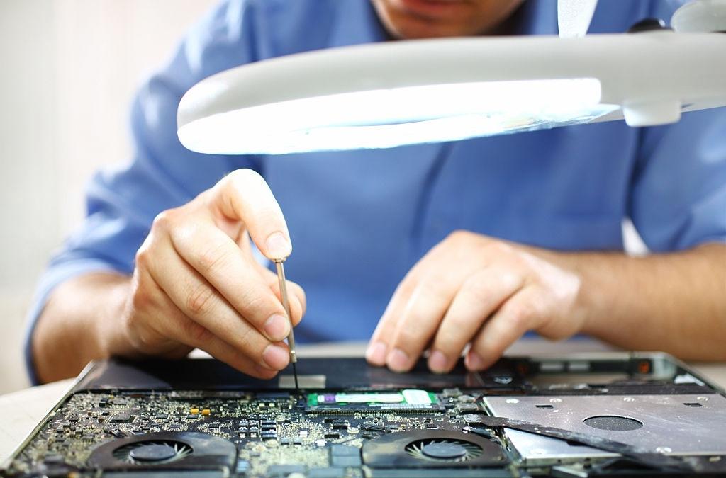 (P) Cum alegem cel mai bun service de laptopuri din București?
