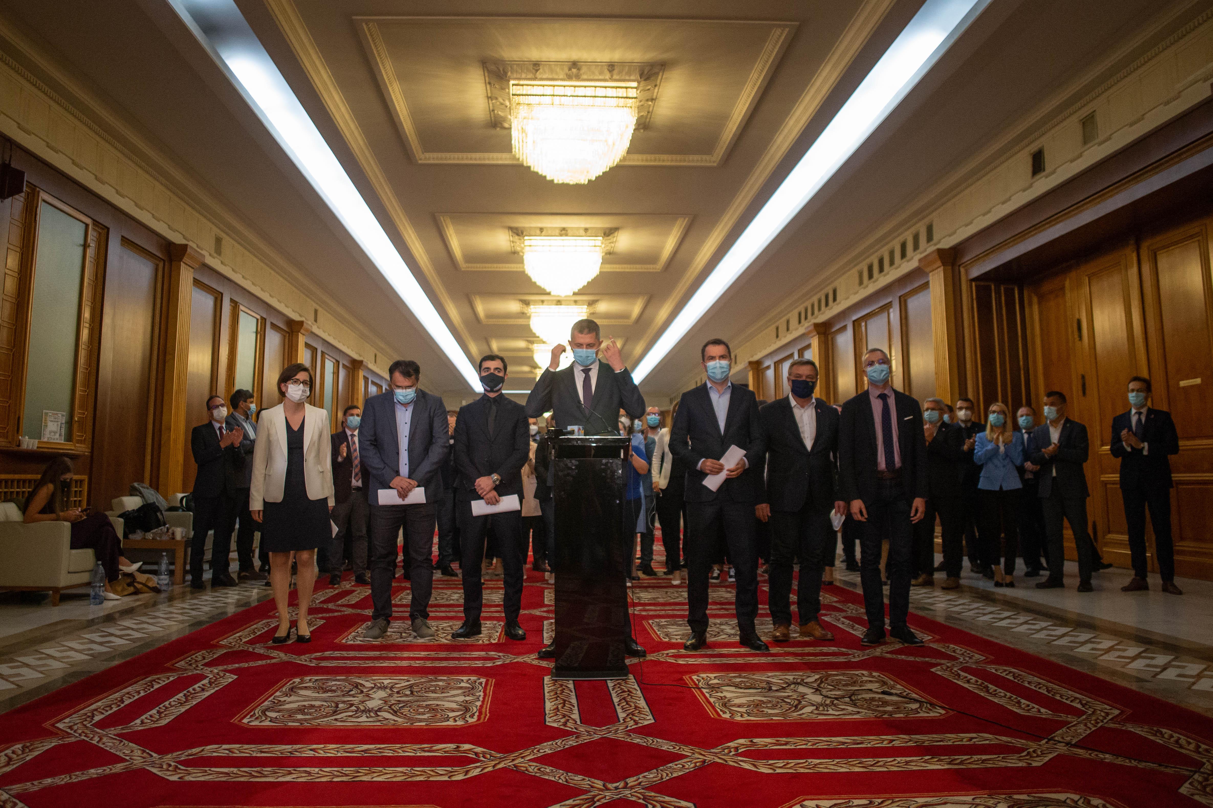 """Miniștrii USR PLUS au demisionat din Guvern. Barna: """"Cîţu a dinamitat conştient şi perfect responsabil această coaliție"""""""