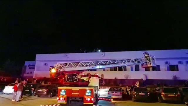 VIDEO. Incendiu puternic la un hotel din Eforie Sud în care se aflau peste 80 de persoane