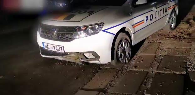 Urmărire ca în filme în Sibiu. Un șofer fără permis a făcut accident, iar mașina poliției a lovit o bordură