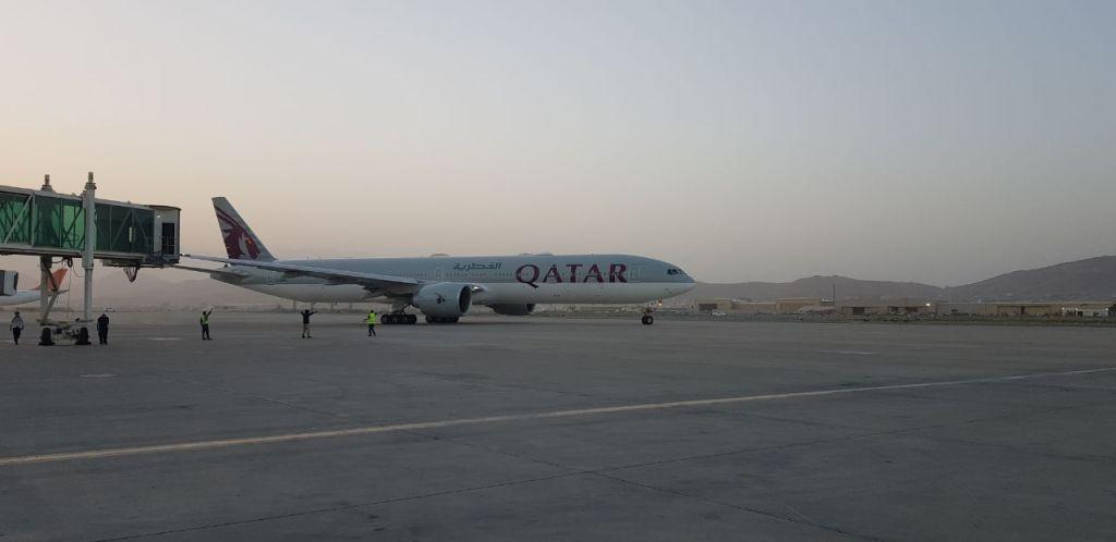 Primul zbor comercial internaţional a plecat de la Kabul cu peste 100 de pasageri la bord