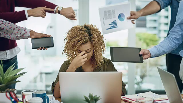 Peste 70% dintre angajații români au suferit sau suferă de burnout. Ce soluții au găsit mai multe companii