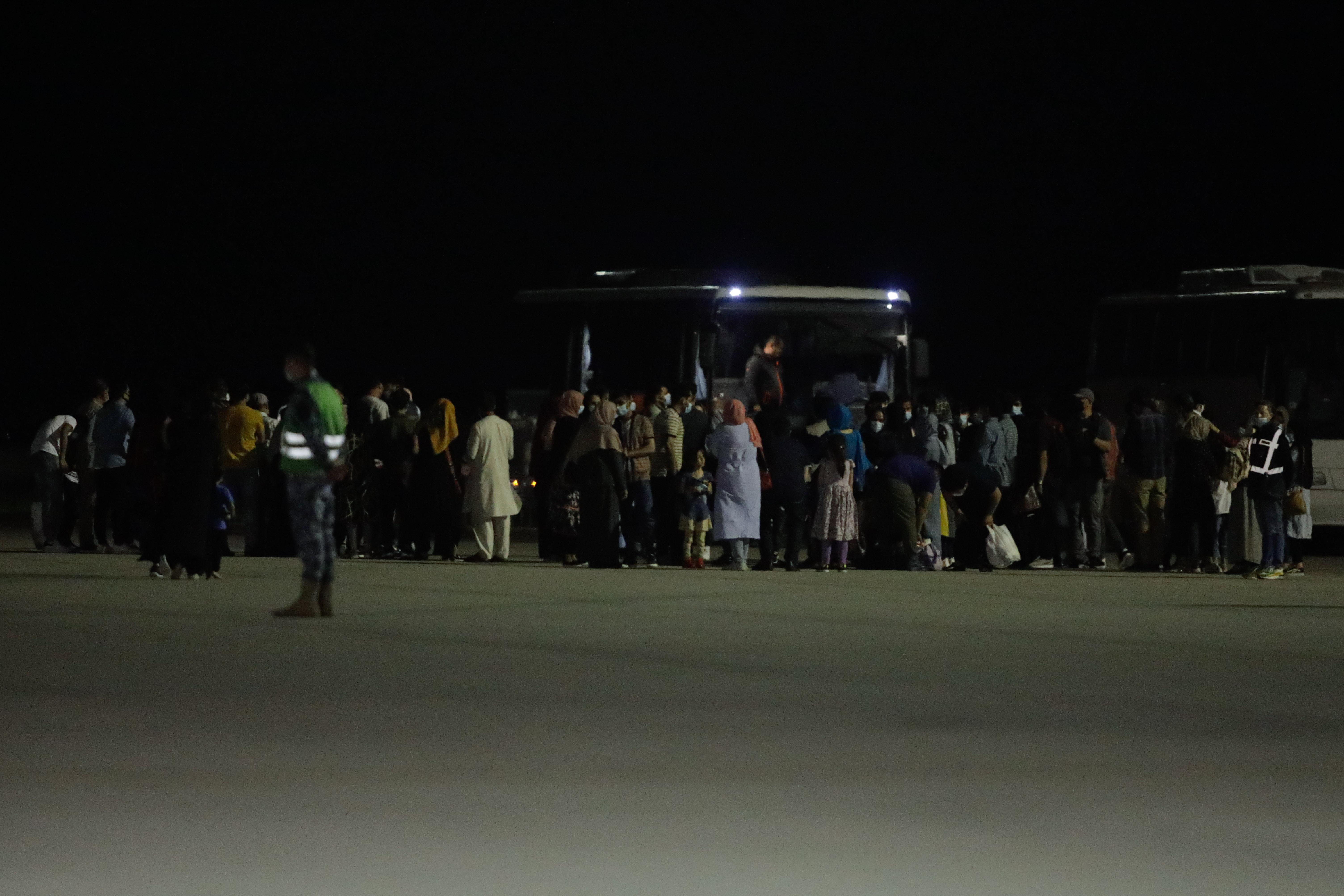 """Aurescu: Astăzi au ajuns în România cea mai mare parte a afganilor """"noştri"""", 139 de cetăţeni"""