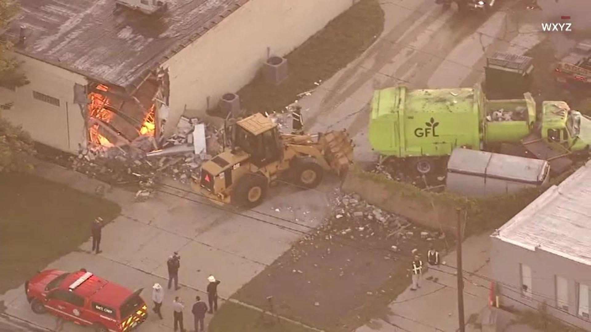 Un camion de gunoi a intrat într-o clădire și a distrus o porțiune. Accidentul a scos la iveală un secret