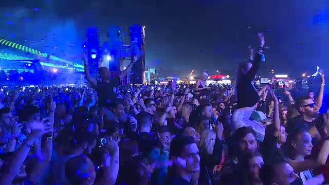 """Mii de iubitori ai muzicii electronice s-au strâns în Capitală la Festivalul Saga: """"E super tare, ne place foarte mult"""""""