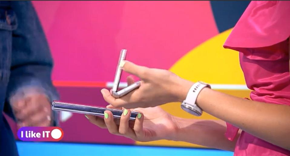 Cum se comportă telefoanele flexibile de la Samsung și ce surprize frumoase aduce noul Motorola