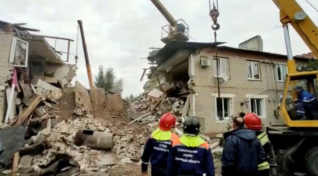 O explozie puternică a avut loc într-un bloc, în Rusia. Trei oameni și-au pierdut viața