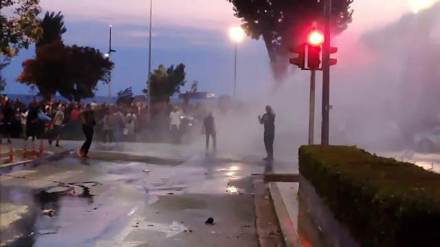 Proteste pe străzile din Salonic. Manifestanții, nemulțumiți de măsurile luate de guvern împotriva pandemiei
