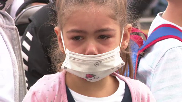 Școală în pandemie. În Craiova, părinții au fost nevoiți să arate certificate de vaccinare